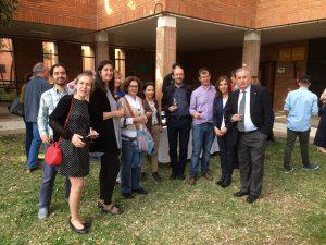 Algunos de los asistentes a la cata maridaje de presentación, junto a Jorge Gruart.