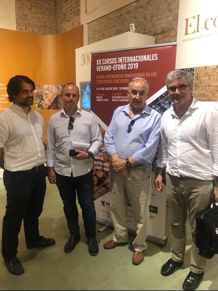 Jorge Gruart, junto a varios participantes en el curso