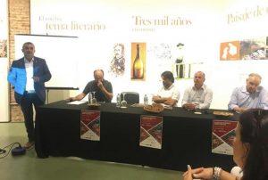 El alcalde de San Vicente de Alcántara, Andrés Hernáiz de Sixte, presentando la mesa redonda